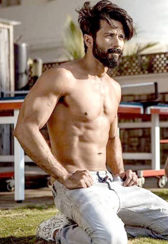 Shahid Kapoor Height in Feet Weight Body Statistics Age ...
